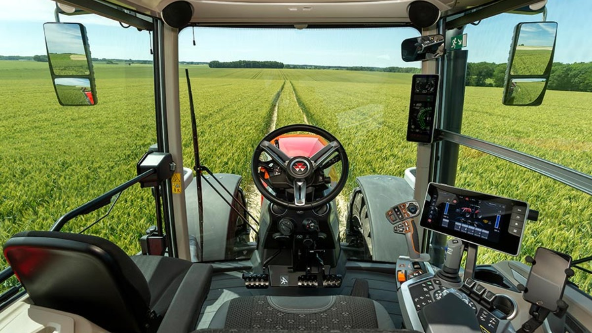 Обзорность из кабины трактора Massey Ferguson MF 8S